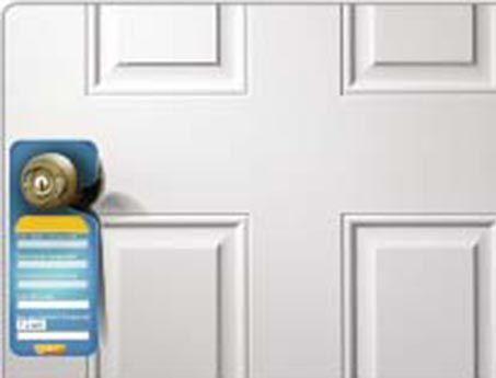 Empresa especializada en crear publicidad para colocar en las manillas de las puertas